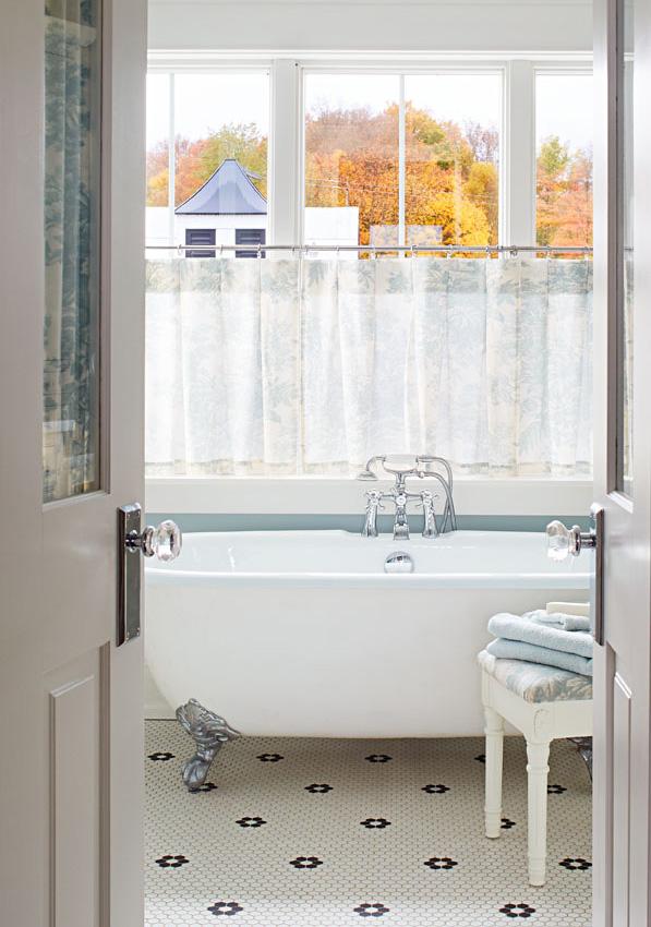 Old-fashioned bath