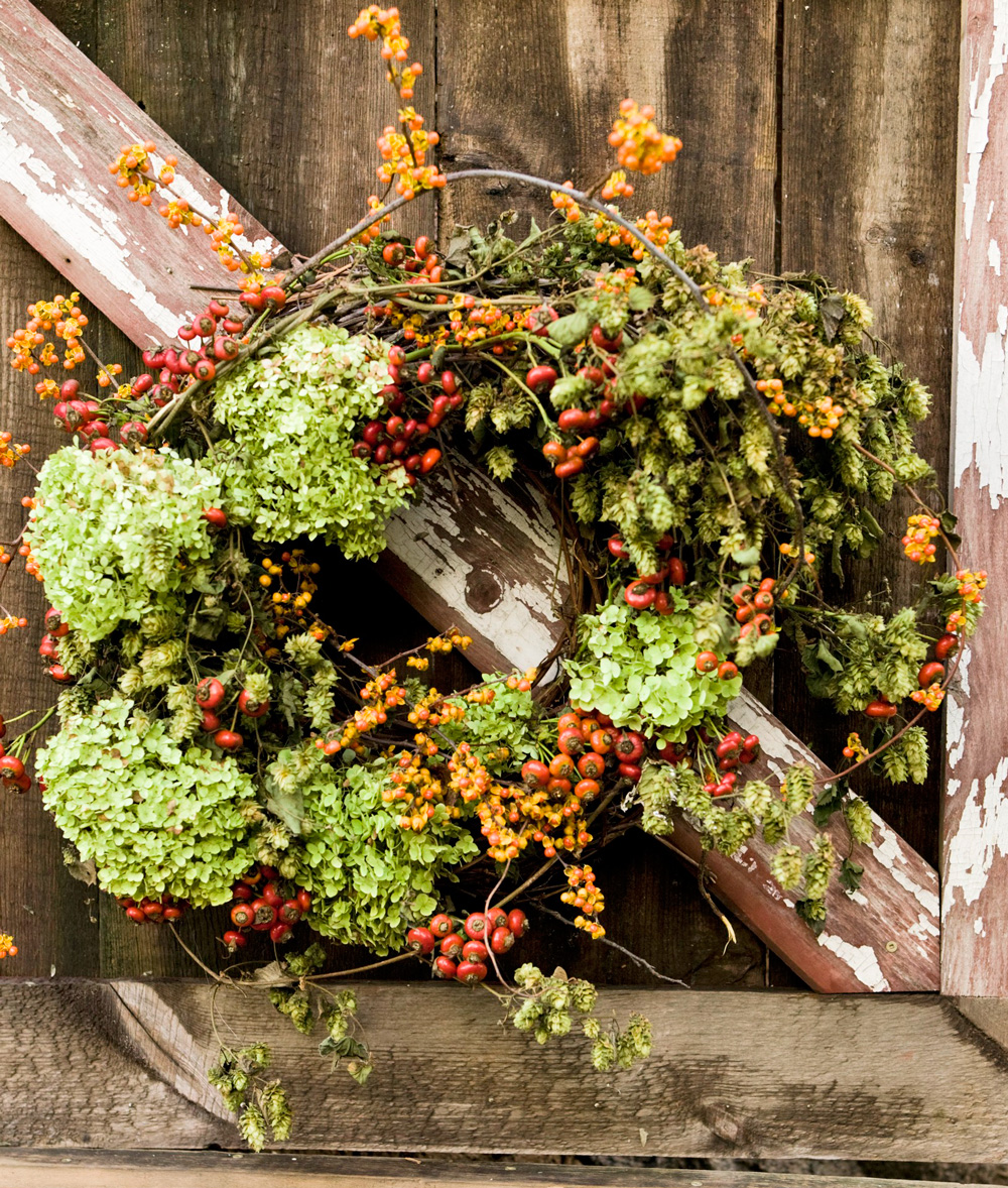 Flower, berry and rose hips wreath