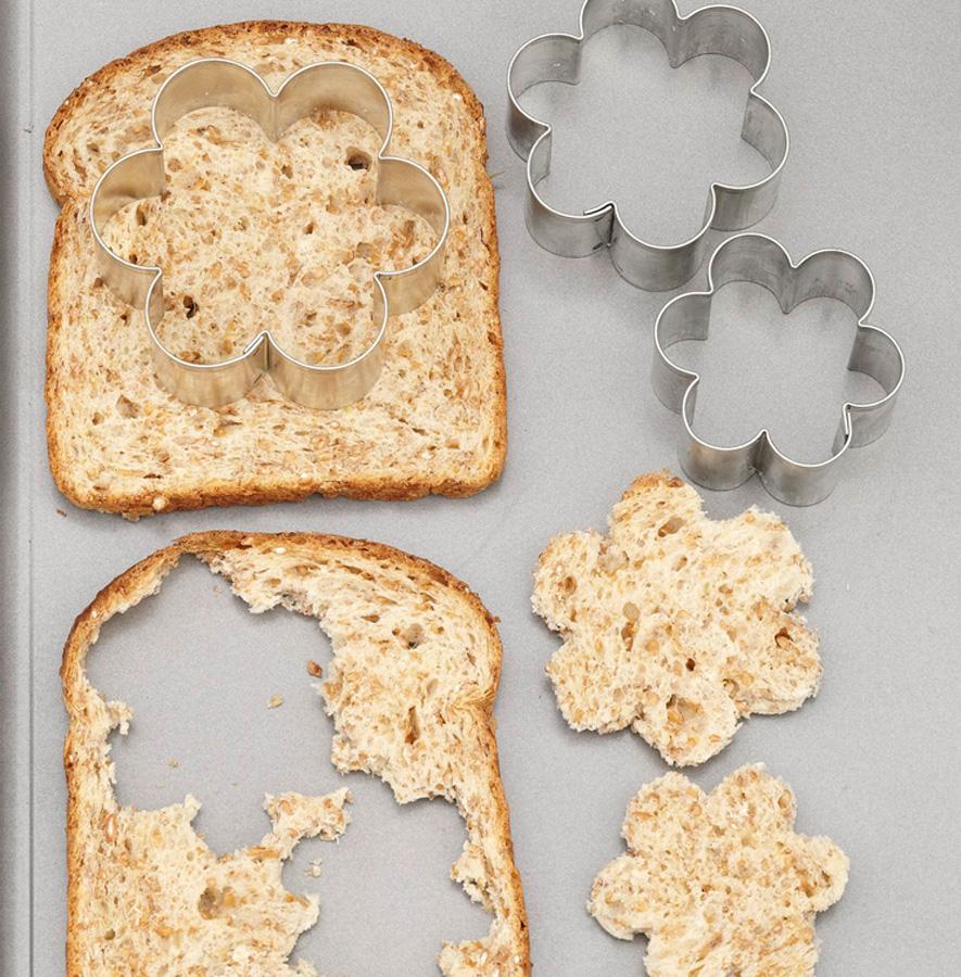 Bread cutout cookies, step 1