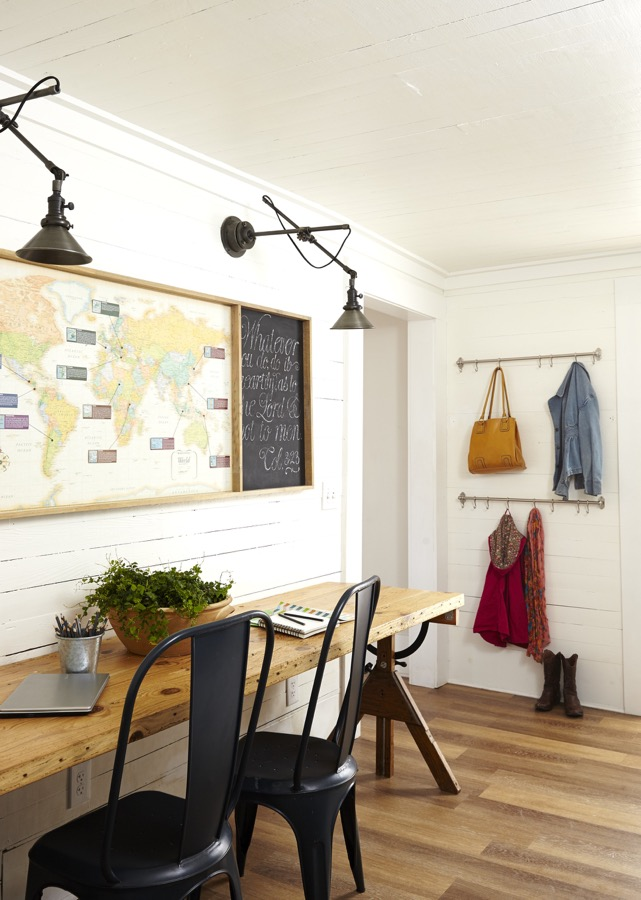 A mudroom with study space.