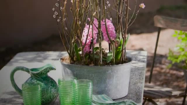 How To: Create a Spring Floral Centerpiece