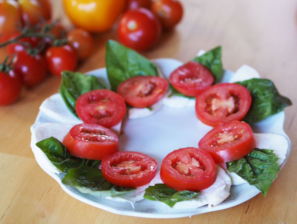 Growing-tasty-tomatoes-salad