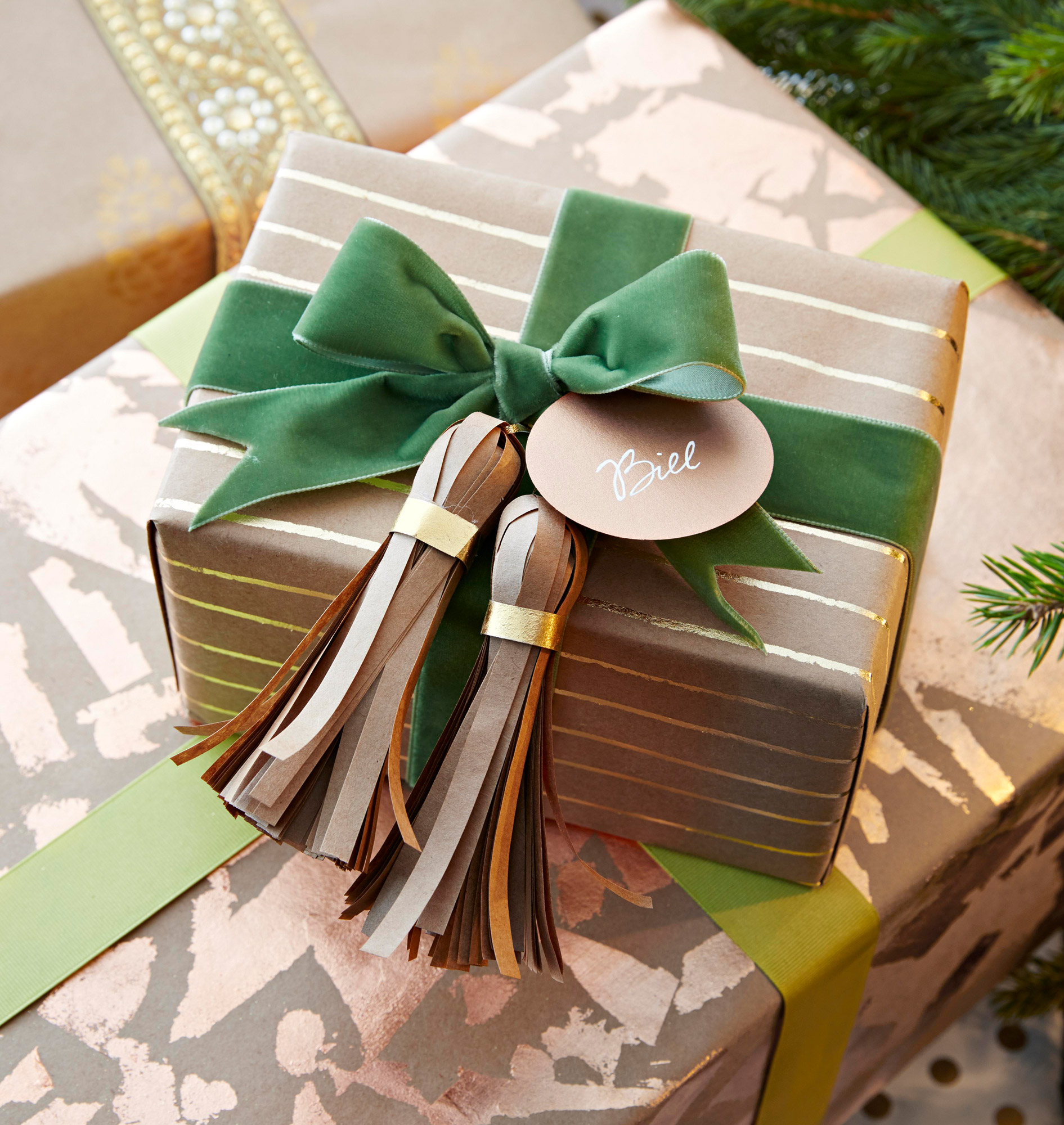 4 Vintage Christmas Gift Bow and Package Ties