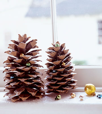 Holiday Pinecone Decorations