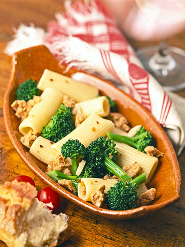 Garlicky Rigatoni with Broccoli