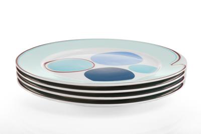 Livliga_Halsa_stacked_dinner_plates_Web.png