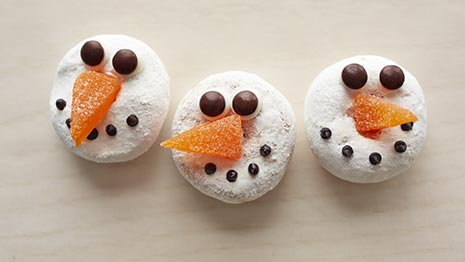 How to Make Snowman Doughnuts