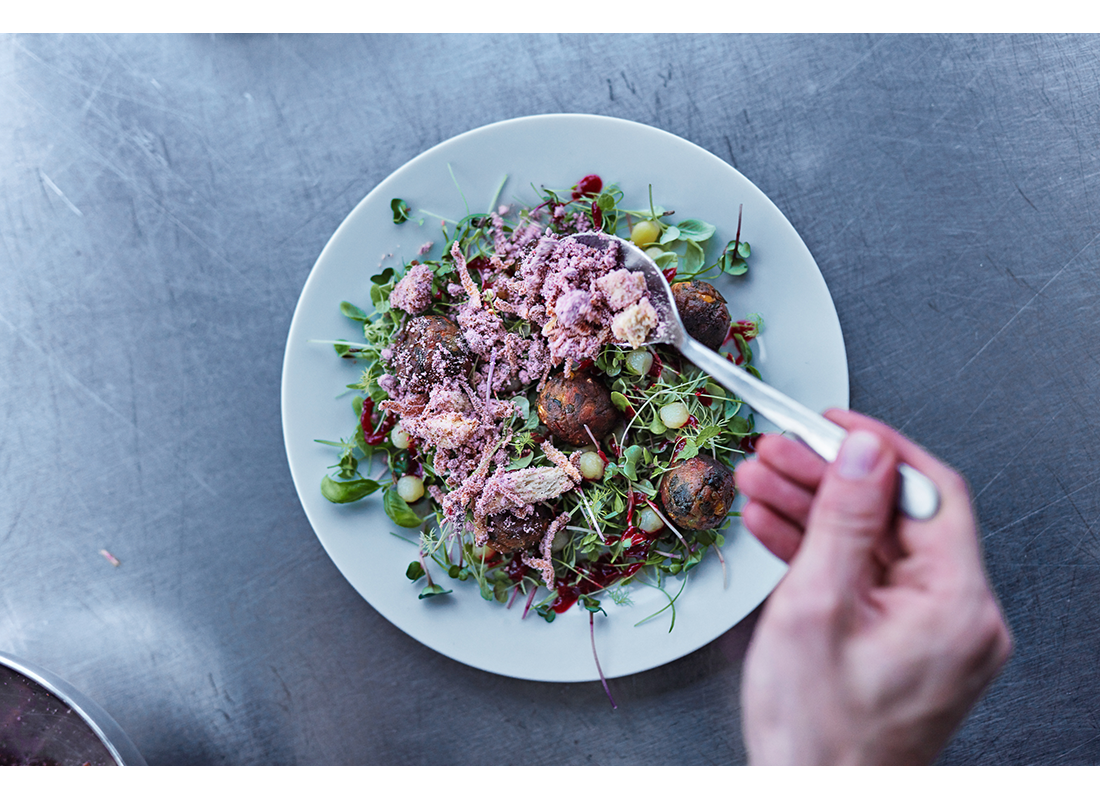 salad with neatballs