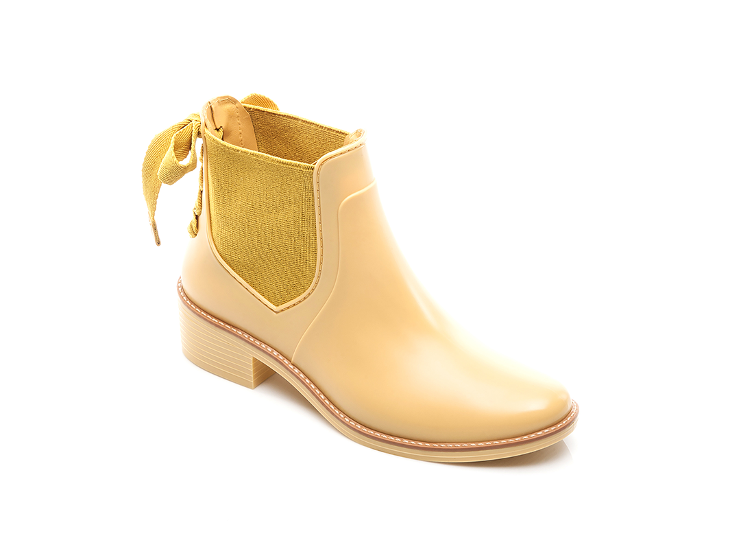 Bernardo yellow rainboots