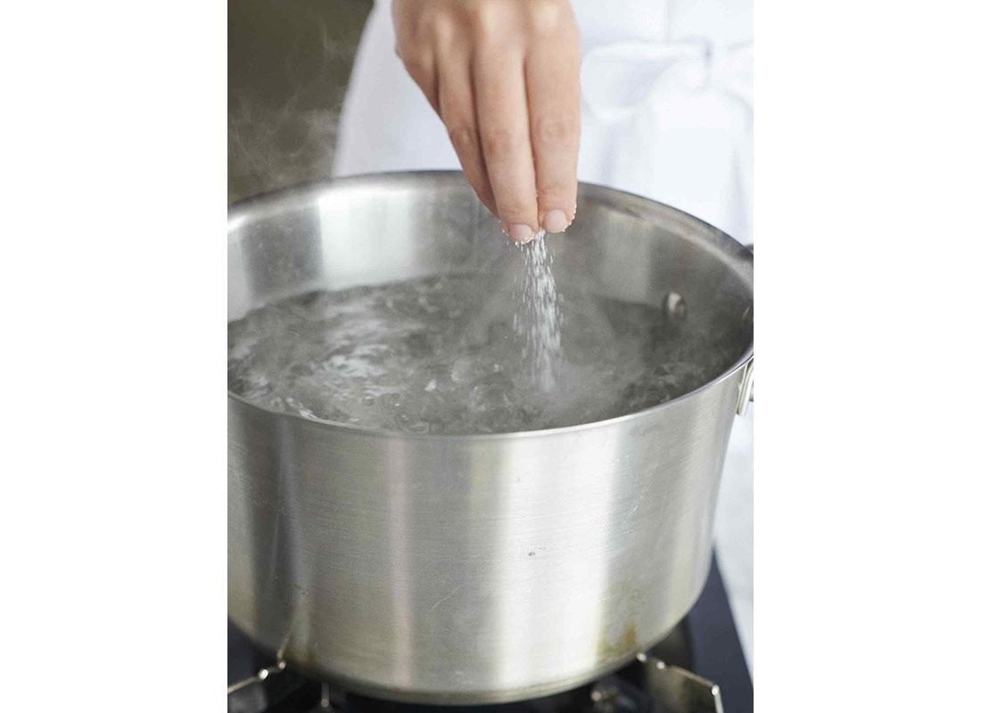 Salting pasta water