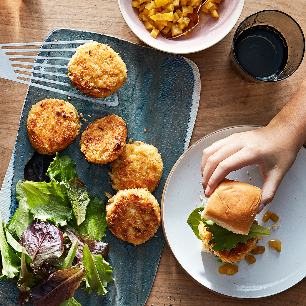 crab cake sliders with mango