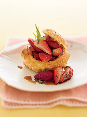 strawberry salad in puff pastry shells
