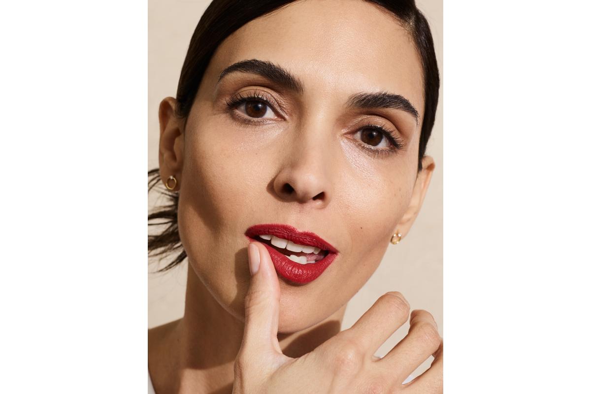 Red lipstick teeth