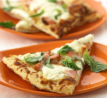 White Pizza with Smoked Turkey
