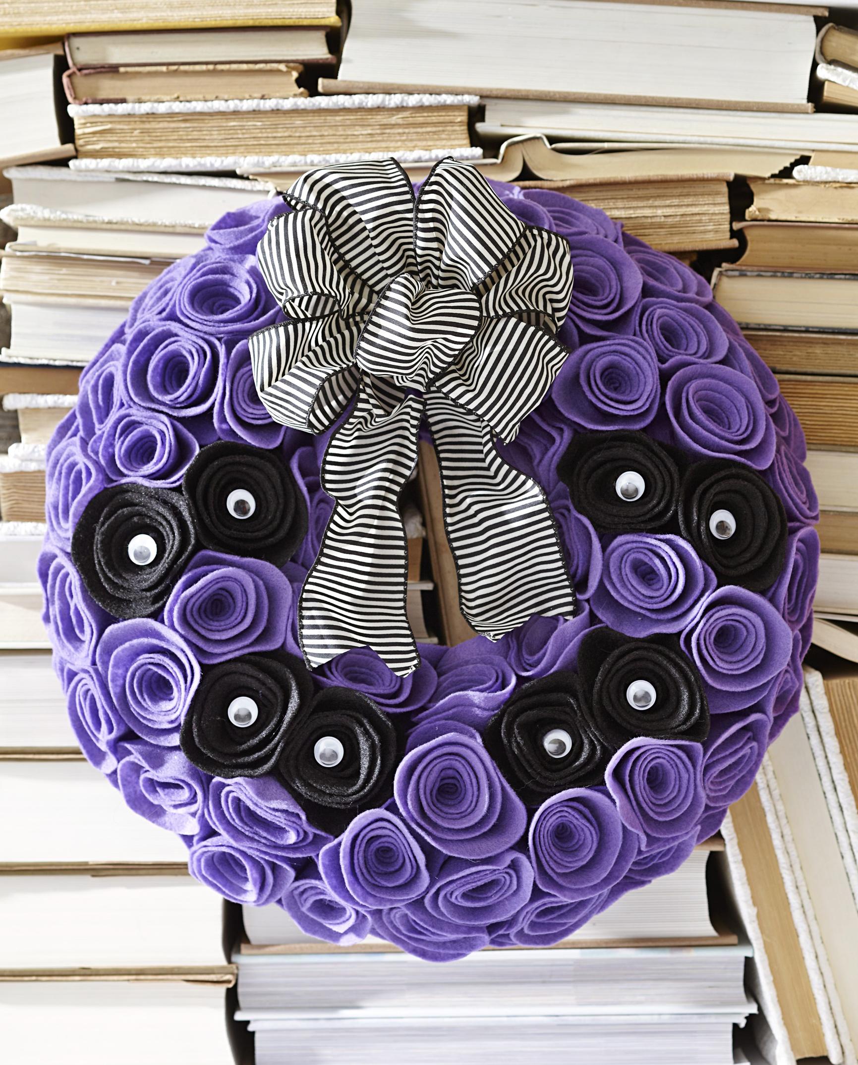 Spying Eyes Wreath