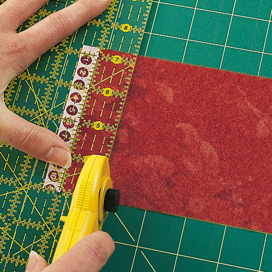 Cutting Quarter-Square Triangles (right-handed)