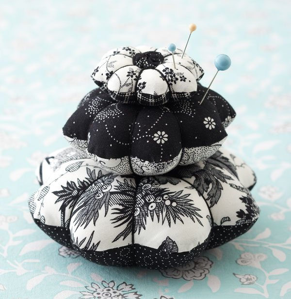 Top Pincushion Pattern: Petal Pincushion Stacks