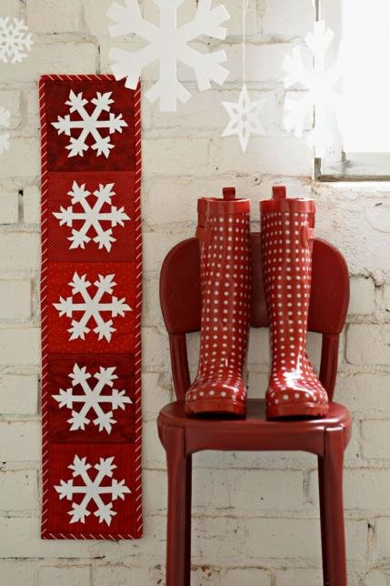 Top Winter Pattern: Snowflakes Wall Hanging