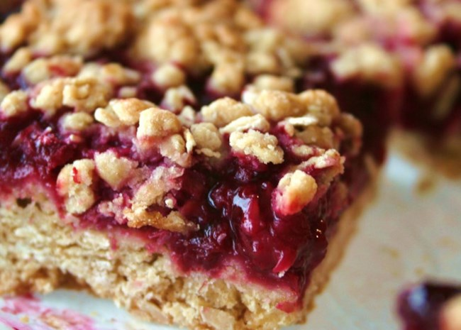 Delicious Raspberry Oatmeal Cookie Bars