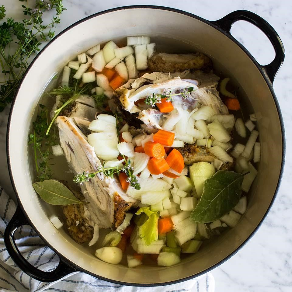 How to Make Homemade Chicken Stock and Vegetable Broth