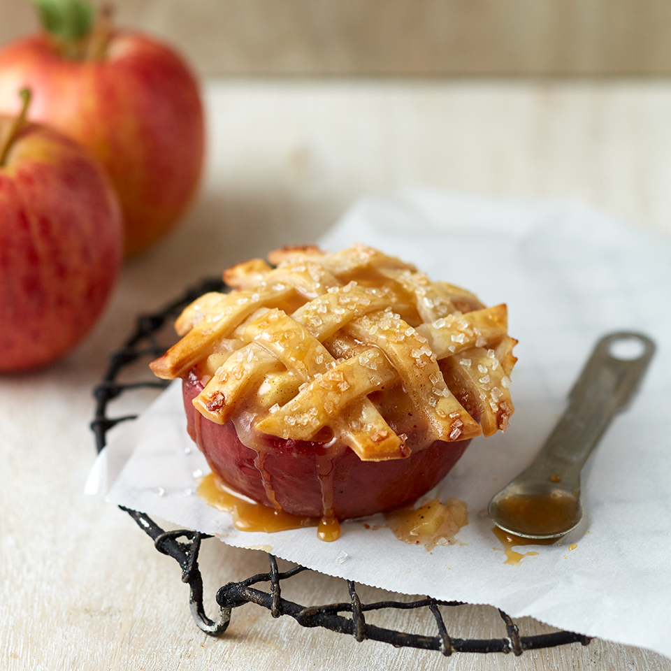 These Mini Apple Pies Baked in an Apple Make Us Want All Fall All the Time