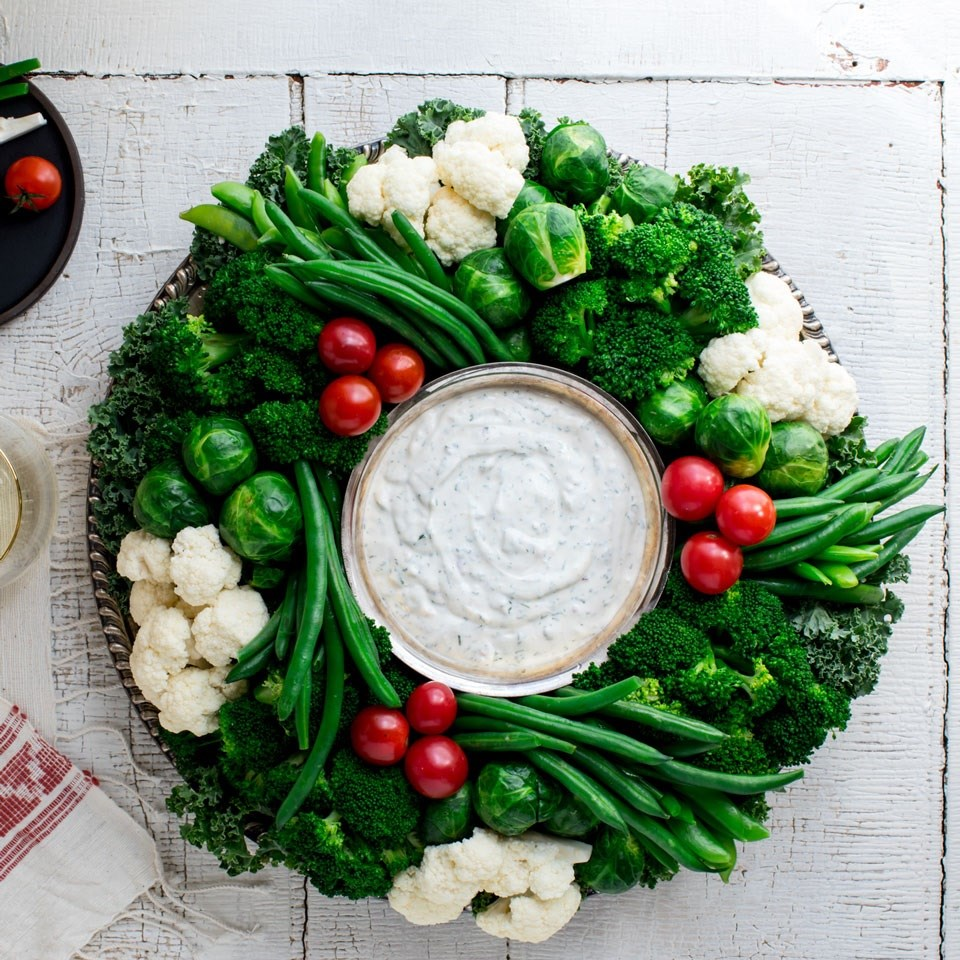 crudite vegetable wreath with ranch dip
