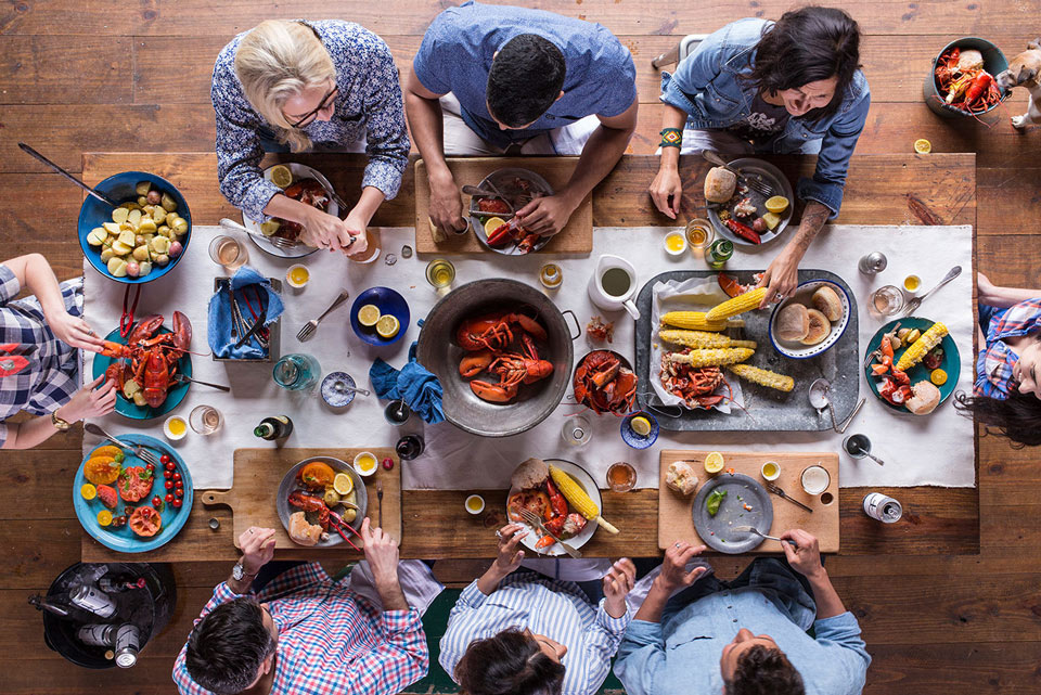 How to Throw a Backyard Seafood Boil Party