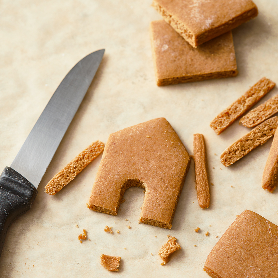 how to cut out gingerbread house