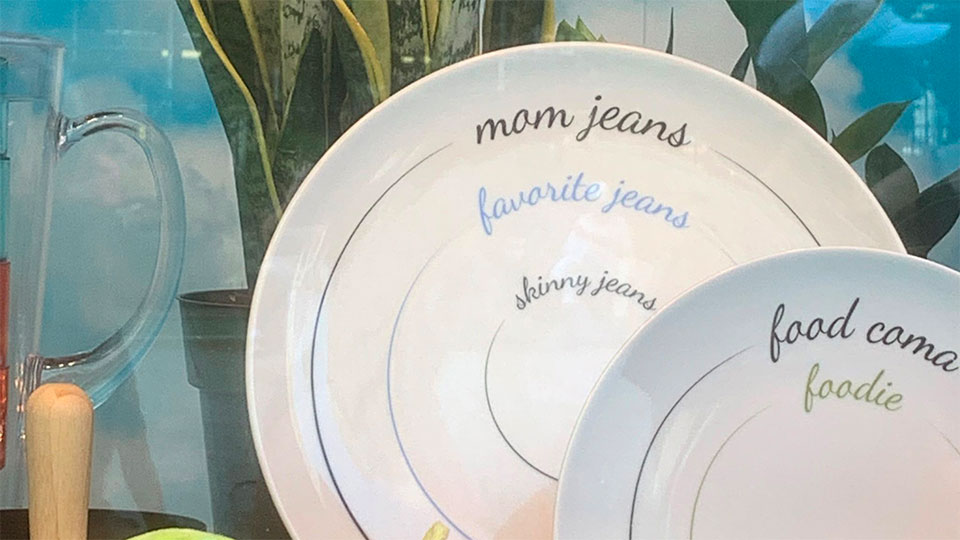 """Plates with """"mom jeans,"""" favorite jeans,"""" and """"skinny jeans"""" printed on them with indicated portion size lines"""