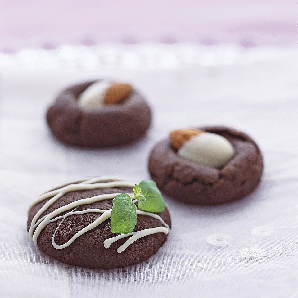 Almond Fudge Rounds