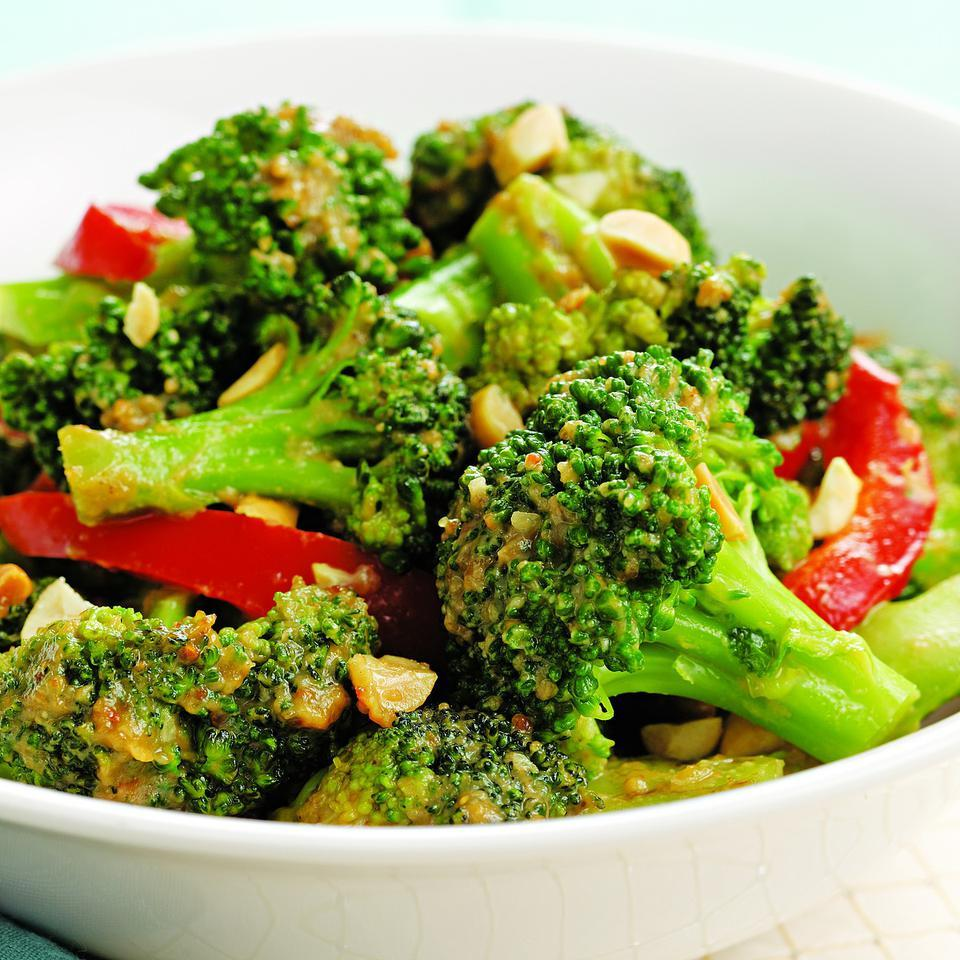 Spicy Stir-Fried Broccoli & Peanuts