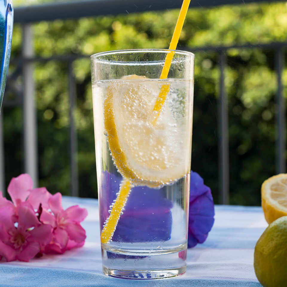 Does Sparkling Water Make You Bloated?