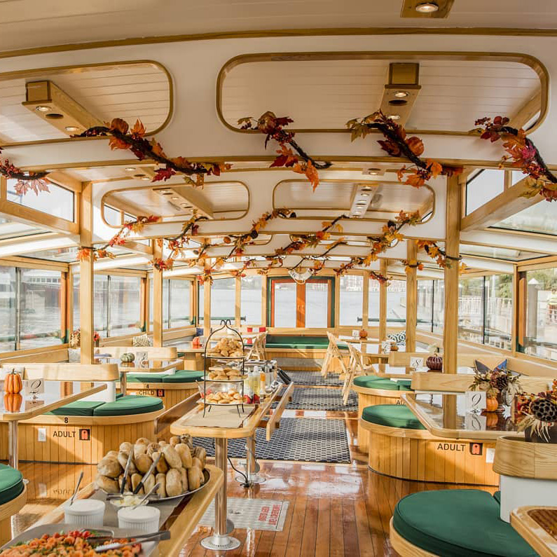 You Can Drink Mimosas and Check Out Fall Foliage on This Brunch Cruise Around NYC
