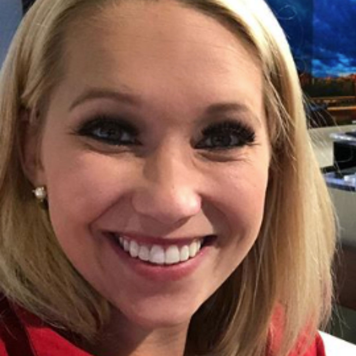 """A Troll Told This Meteorologist to Cover Her """"Stomach Bulge"""" and She Had the Best Response"""