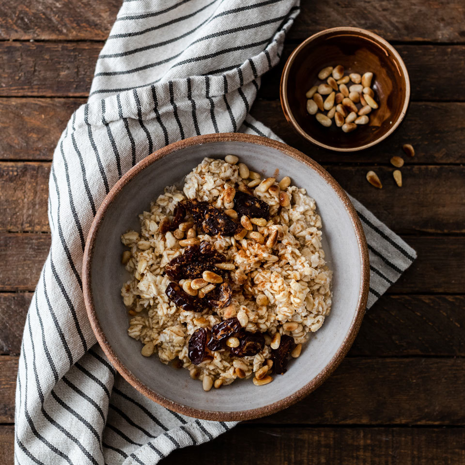 6 Ways to Spice Up a Plain Bowl of Oatmeal