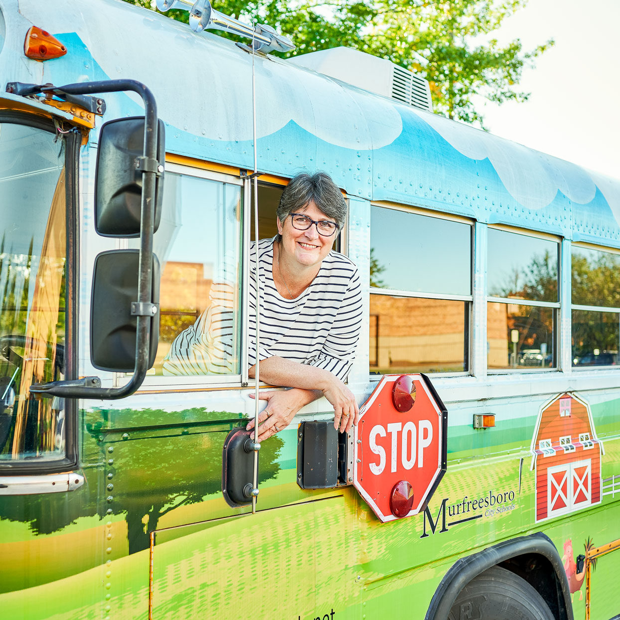 This Amazing Woman is Using a School Bus to Deliver Meals