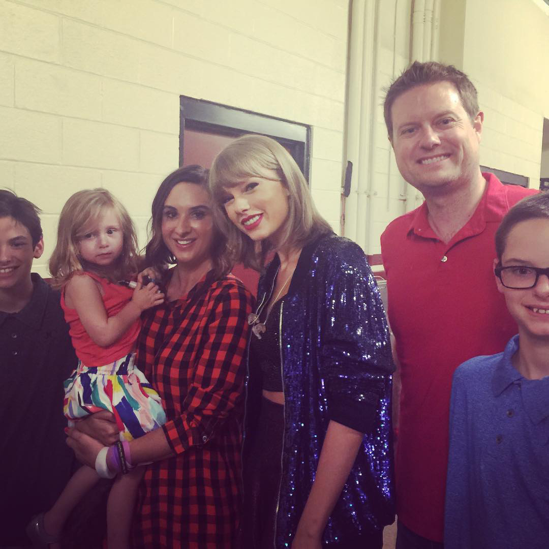 Taylor Swift Sings Ronan And Honors Woman Whose Son Died Of Cancer Ew Com