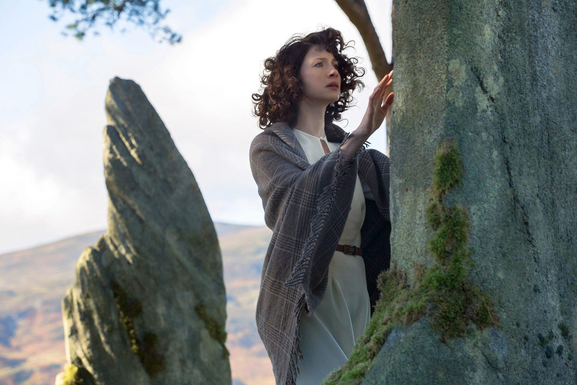 Outlander: Why Claire didn't return through the stones | EW.com