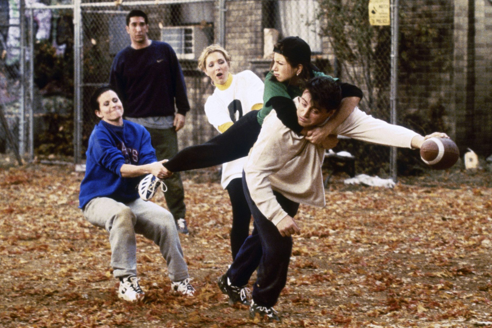 Friends: Behind the scenes of the Thanksgiving episode 'The One With the Football' | EW.com