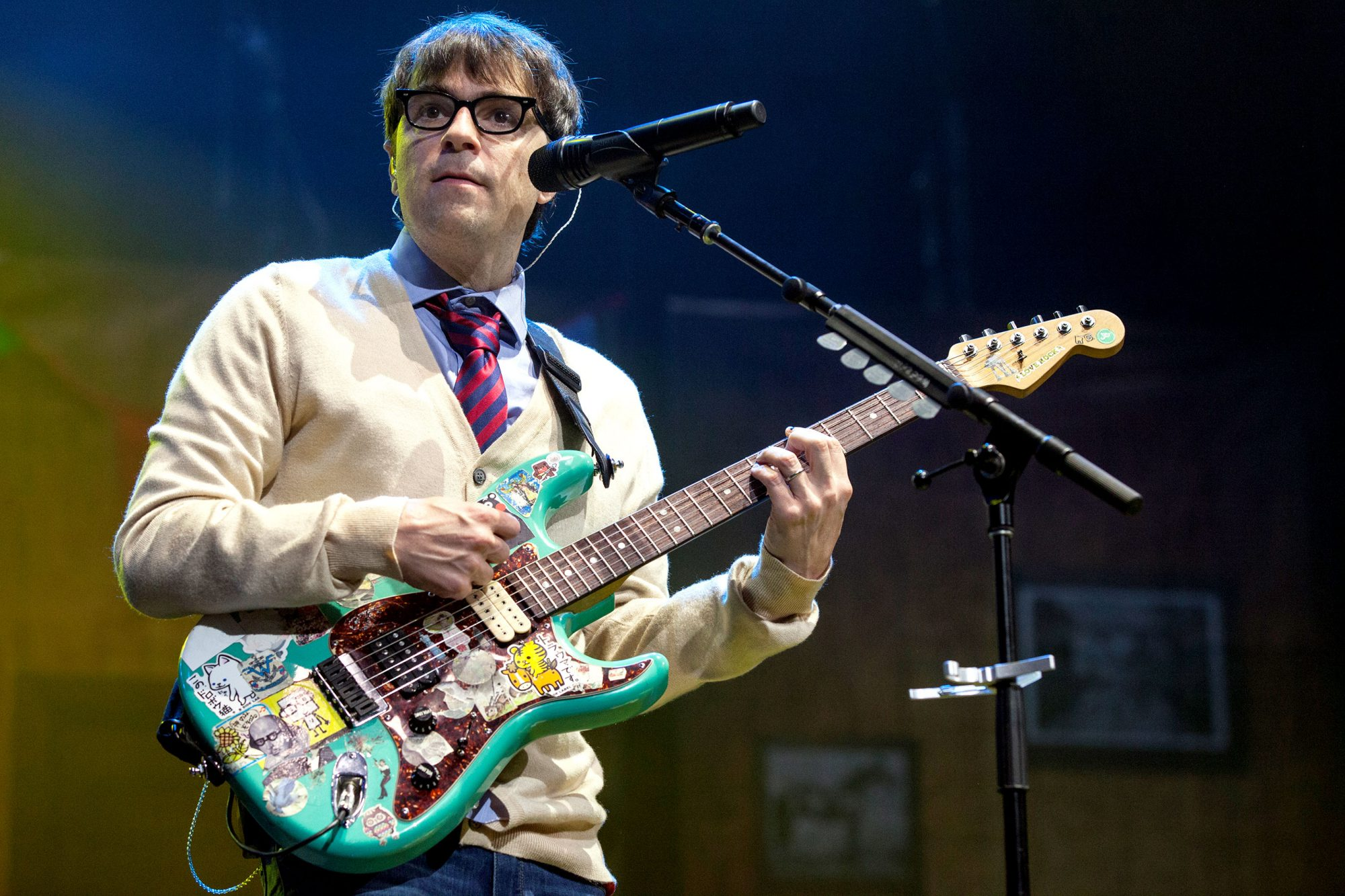 Rivers Cuomo on Weezer, 'The Black Album,' Toto's 'Africa' | EW.com