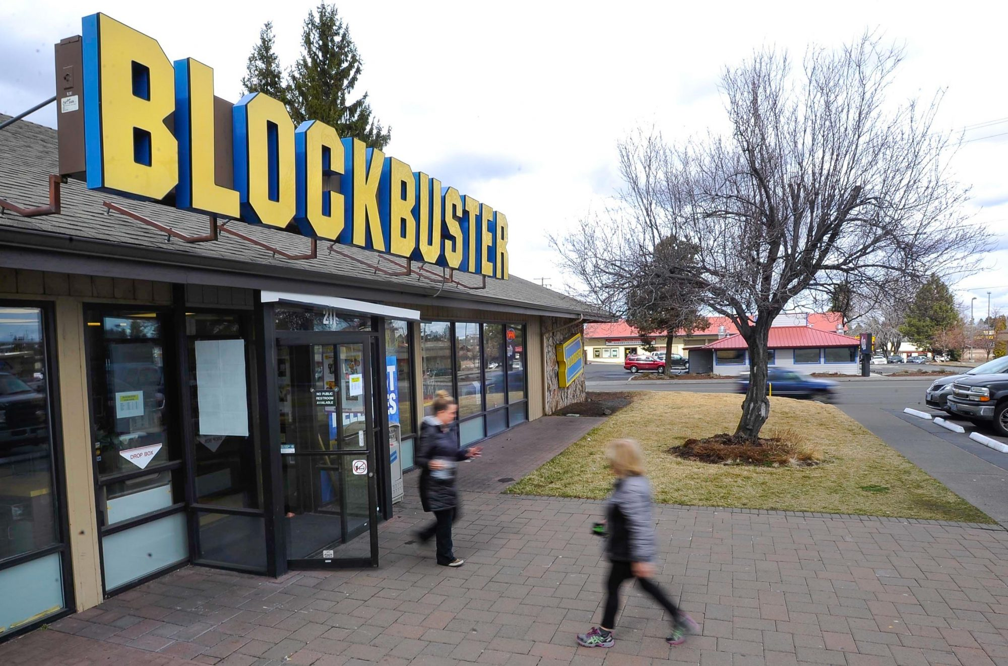 World S Last Blockbuster Video Is Available To Rent On Airbnb Ew Com