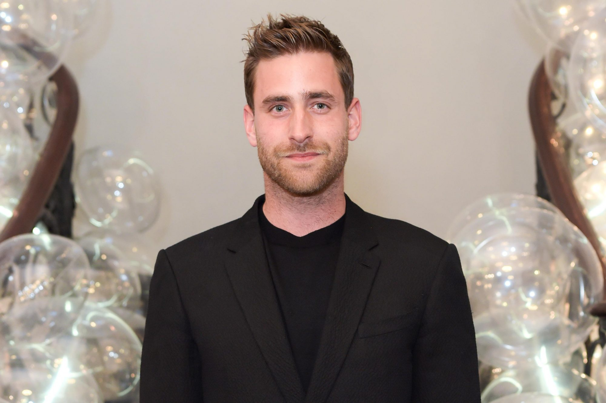Haunting Of Hill House Star Oliver Jackson Cohen Joins Netflix S Haunting Of Bly Manor Ew Com