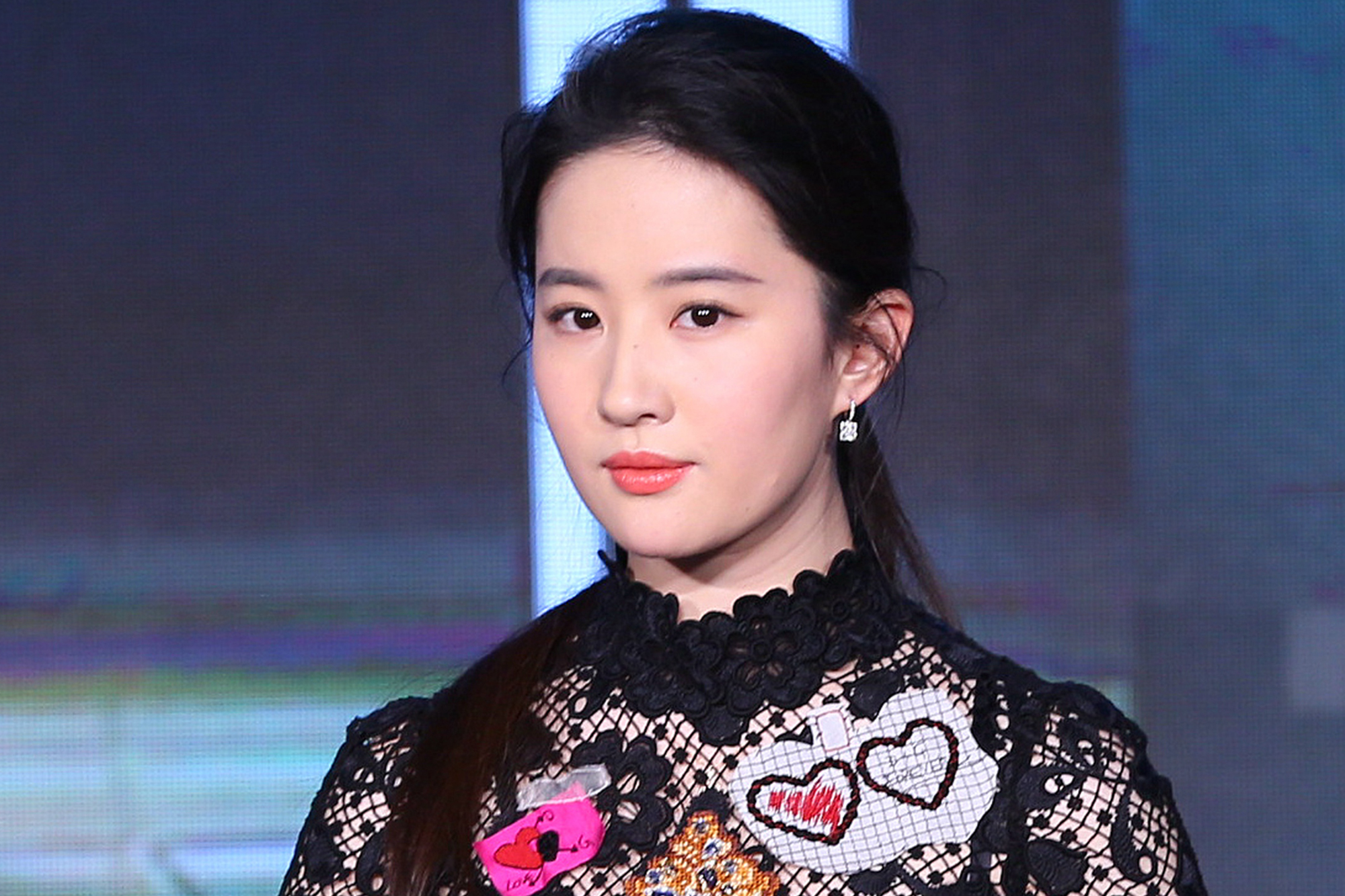 Mulan Star Liu Yifei Everything To Know About The Chinese Actress Ew Com