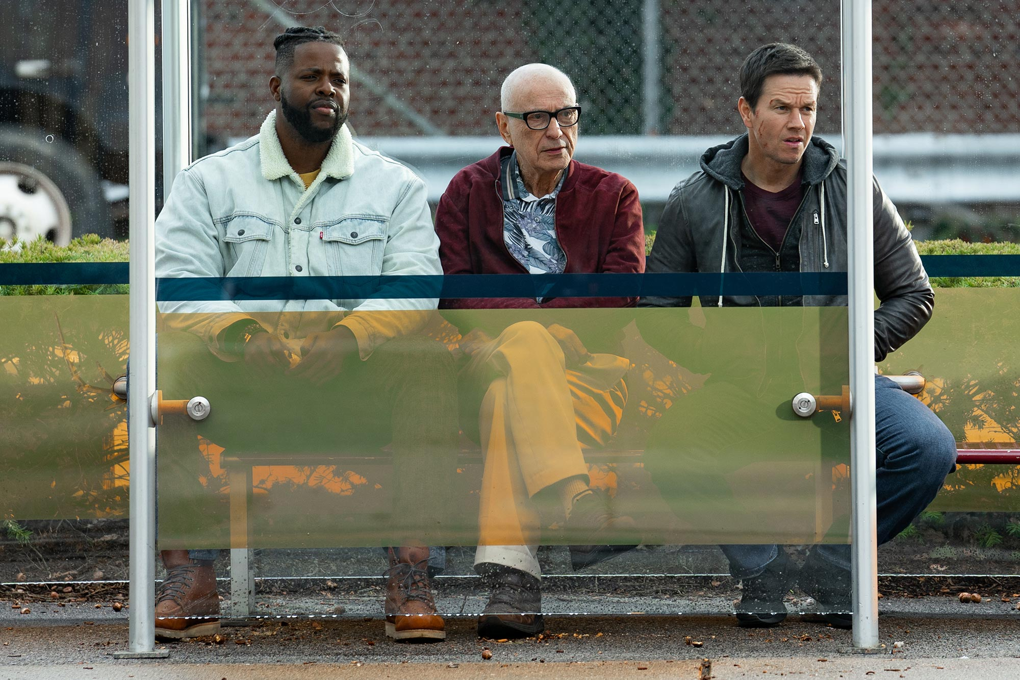 Spenser Confidential Review Mark Wahlberg Smashes Crime And Logic In Netflix Thriller Ew Com