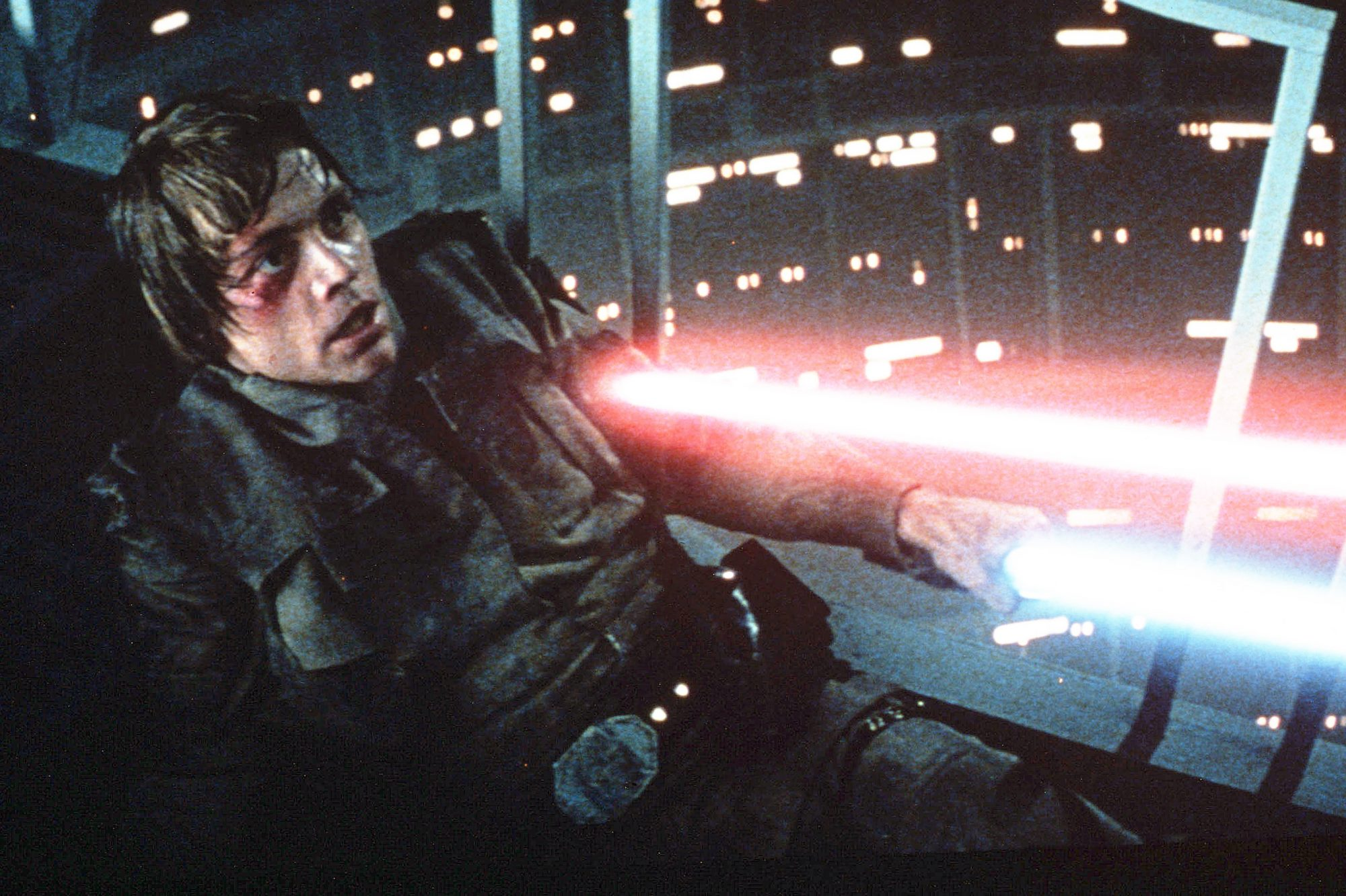 Mark Hamill Had To Keep The Empire Strikes Back Twist Secret For A Year Ew Com