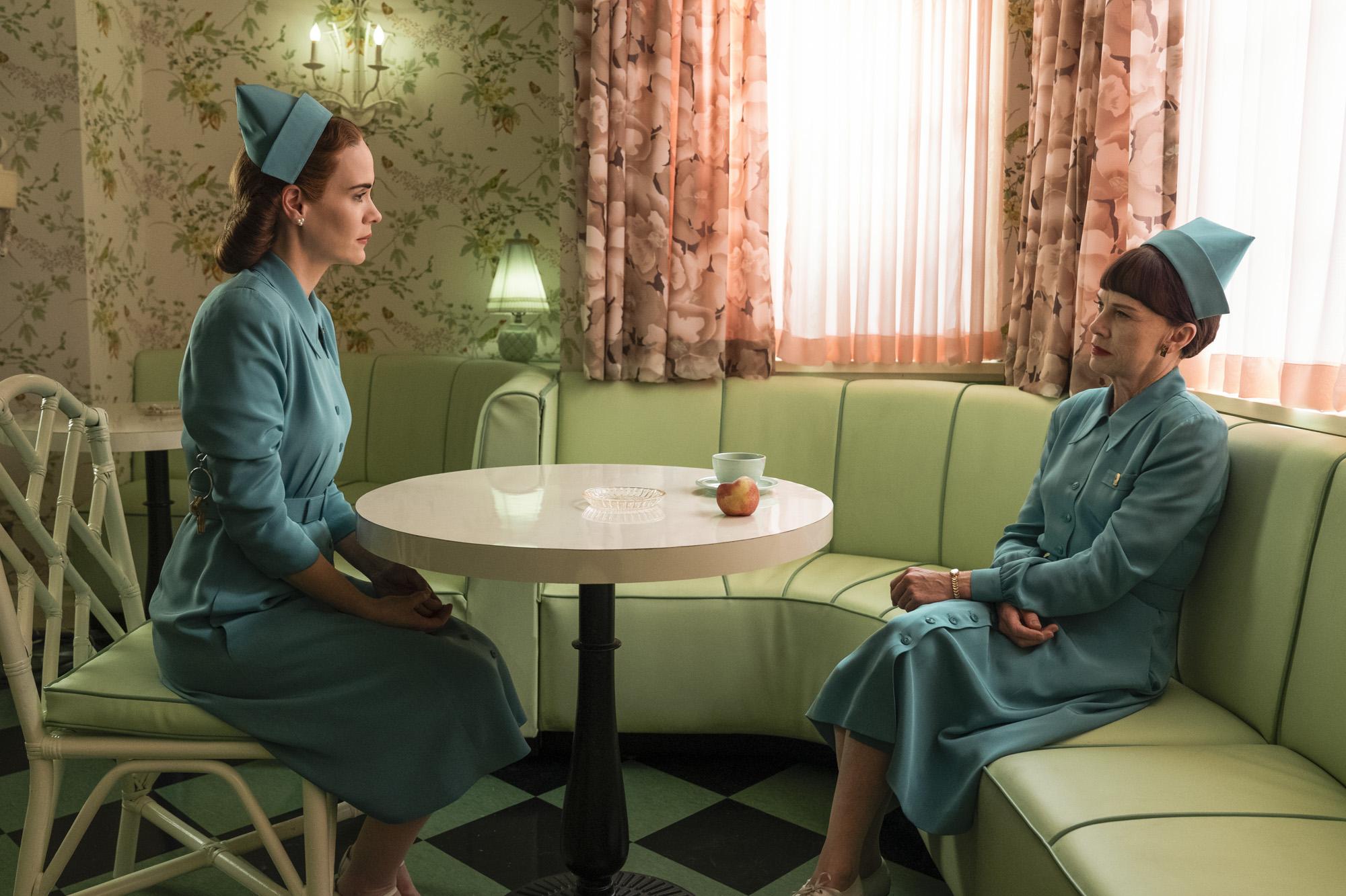 Ratched review: Netflix's prequel is a crazy misfire | EW.com