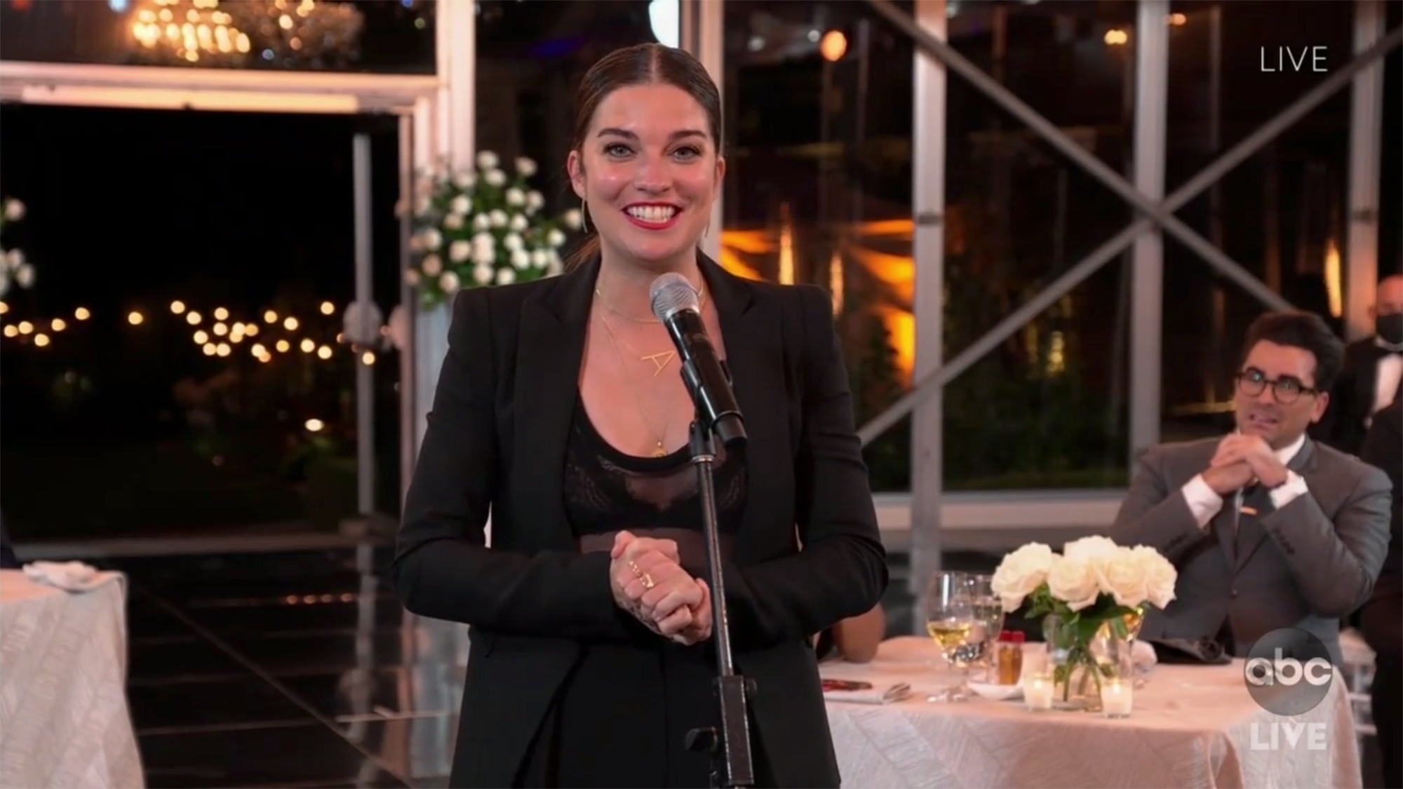 Annie Murphy wins Emmy for Best Supporting Actress in a Comedy | EW.com
