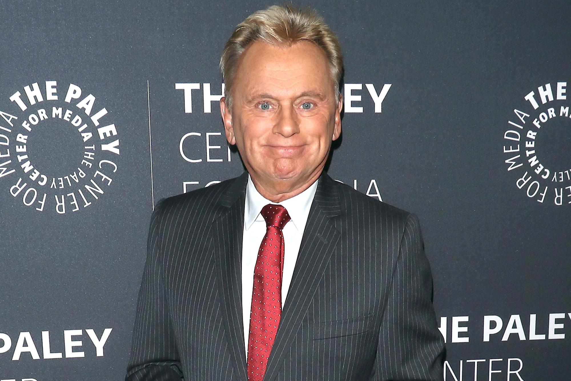 Watch Pat Sajak Jokingly Scold Wheel Of Fortune Contestant Ew Com