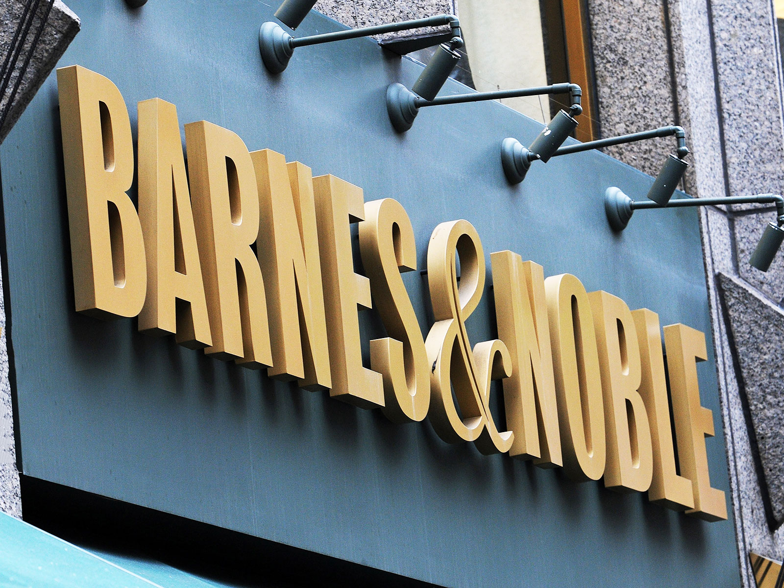The Barnes Noble Of The Future Is A Restaurant With Books Food Wine
